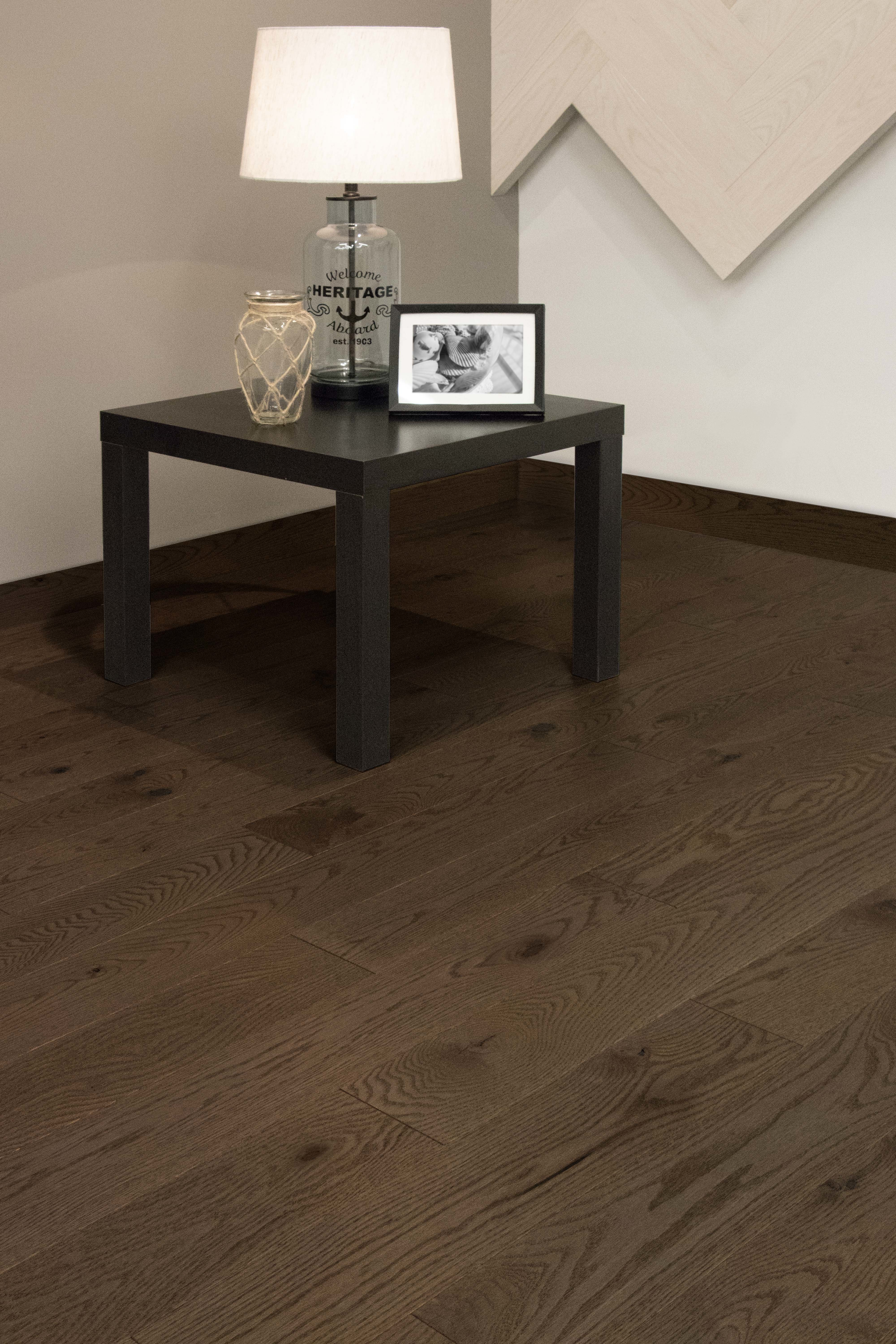 Red Oak New Haven Character Brushed - Ambience image