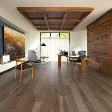 Brown Hickory Hardwood flooring / Barn Wood Mirage Imagine / Inspiration