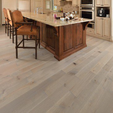 Grey White Oak Hardwood flooring / Château Mirage Sweet Memories / Inspiration